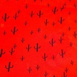 Tissu Viscose imprimée de cactus noirs sur un fond rouge.